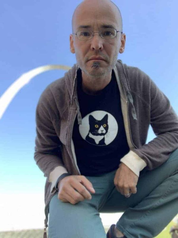 male model wearing graphic t-shirt in front of st. louis arch