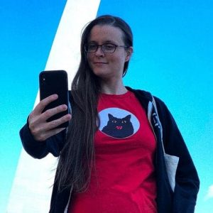 female model wearing red graphic t-shirt in front of the st. louis arch